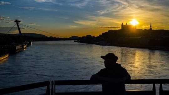 Západ slnka v Bratislave.