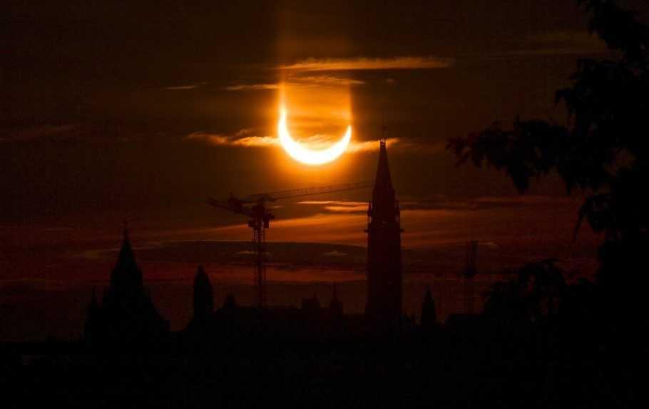 Prstencové-zatmenie-Slnka-v-Toronte
