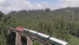 Expres 34 tunelov: Historická vlaková súprava sa vydala na unikátnu trať a štáb RTVS bol pri tom