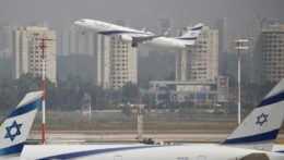 Izrael sprísni podmienky vstupu pre turistov. Na deň pôjdu do karantény aj zaočkovaní