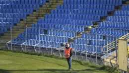 Na archívnej snímke prázdne tribúny futbalového štadióna v Košiciach.