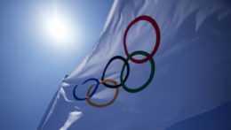 Na snímke olympijská vlajka.