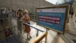 Rusko opäť hlási najvyšší denný počet úmrtí na covid, Moskva začala s revakcináciou
