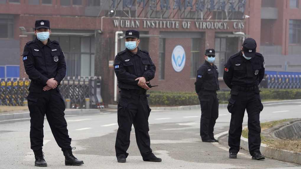 Čína hľadá pôvod covidu. Otestuje desaťtisíce krvných vzoriek z Wu-chanu