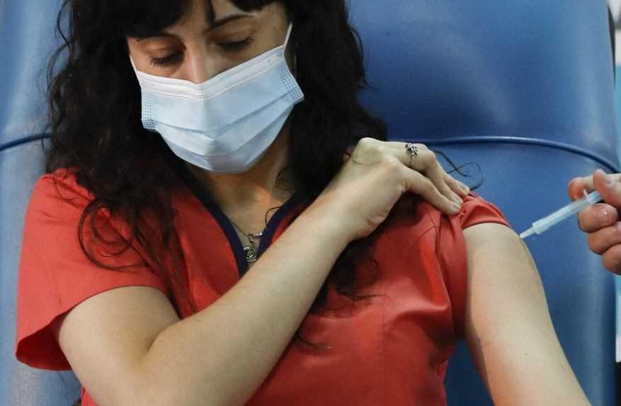 Poľskí zamestnávatelia budú môcť kontrolovať, či sú ich pracovníci zaočkovaní