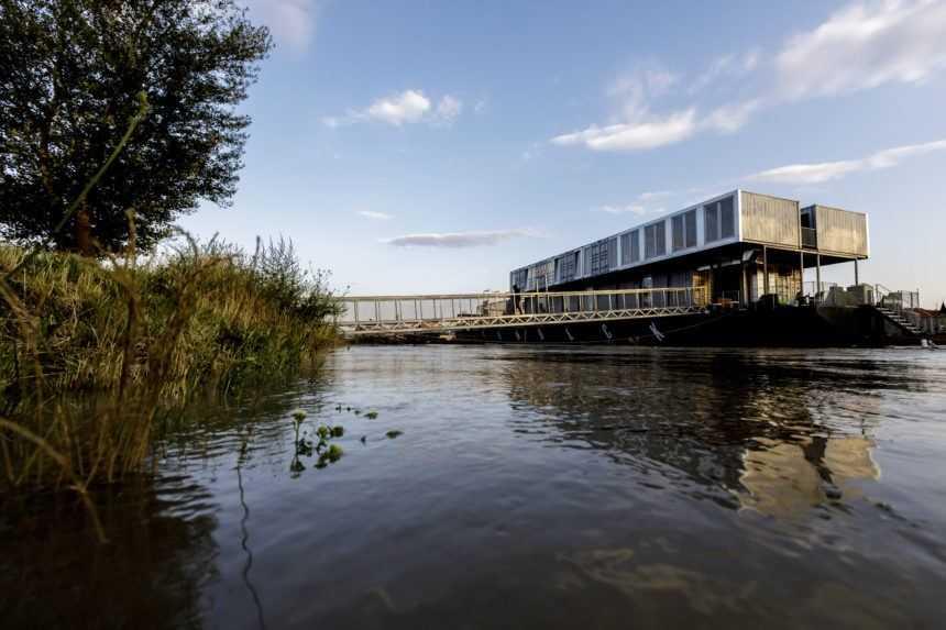 Nebezpečenstvo ľuďom nehrozí, na Dunaji sa však začalo s preventívnymi opatreniami