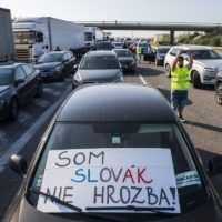 Nespokojní pendleri blokujú hraničné priechody po celom Slovensku