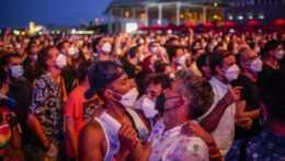 ľudia na festivale