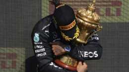 pretekár F1 Lews Hamilton