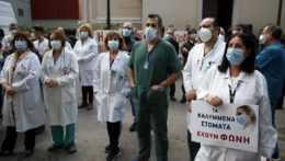 Grécko nariadilo povinné očkovanie pre zdravotníkov