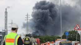 kúdol dymu po výbuchu v Leverkusene