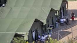 Migranti v utečeneckom tábore.