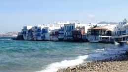 pobrežie gréckeho ostrova Mykonos