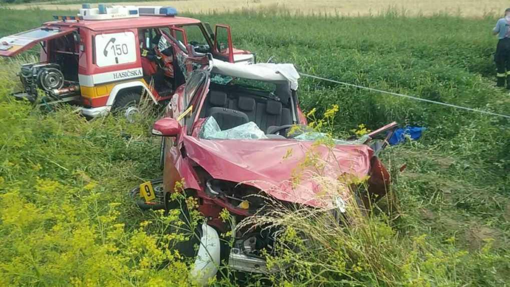 Pri obci Beňadiková sa stala vážna dopravná nehoda, cesta je momentálne uzavretá