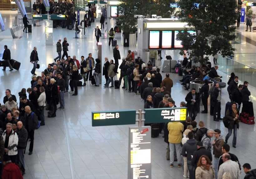 Ďalší útok nožom. Na letisku v Düsseldorfe sa zranila jedna osoba