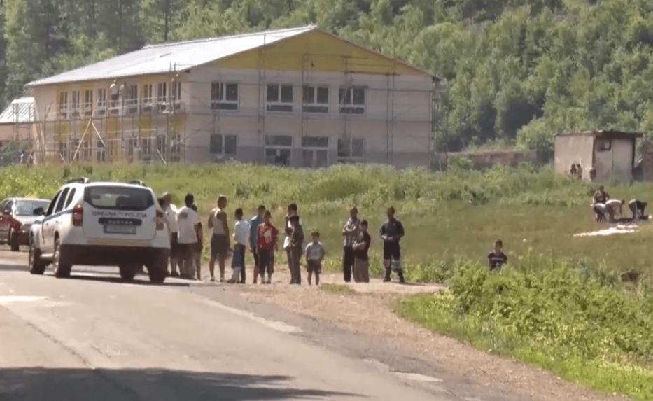 Deti z osady hádžu kamene do áut či cyklistov. Takmer ukameňovali okoloidúceho muža