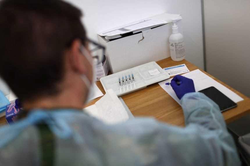 Vakcína z Talianska má po dvoch dávkach úspešnosť 99 %. Čaká ju posledná fáza štúdií