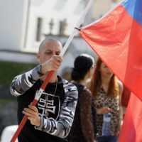 Protesty pokračujú, demonštranti hovoria aj orozložení stanov