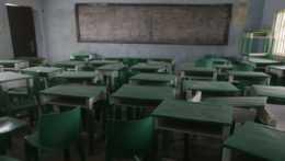 Na snímke prázdna trieda školy v Nigérii.