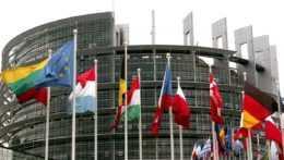 Vlajky členských krajín EÚ.