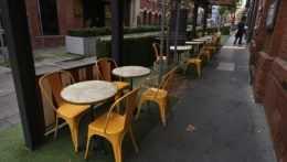 Prázdna terasa v Melbourne.