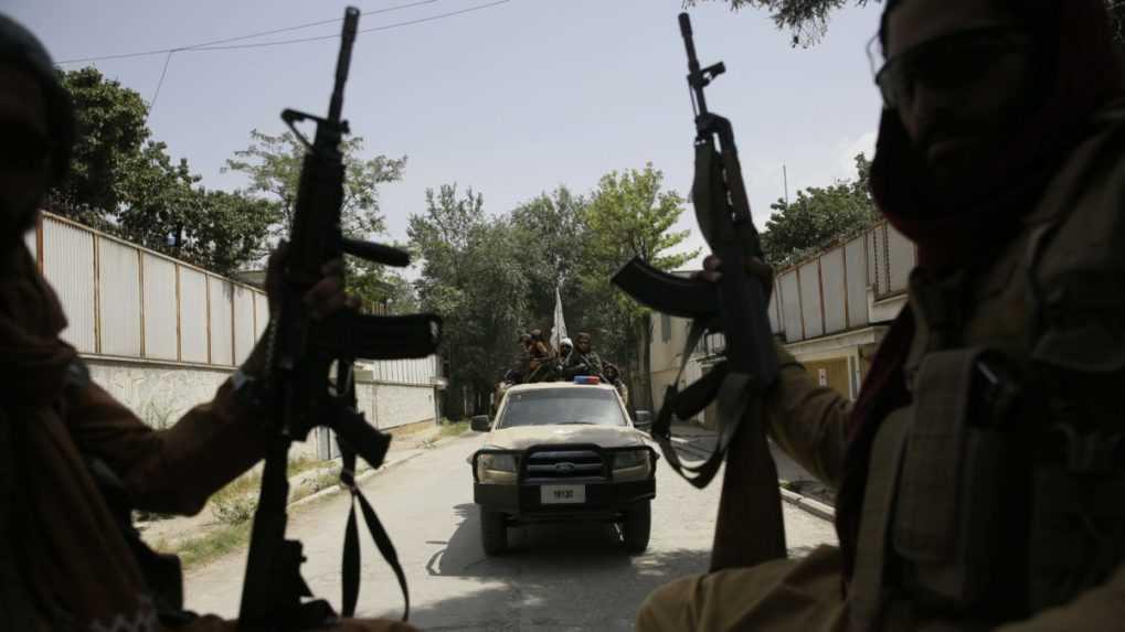 Vozidlá Talibanu boli terčom bombových útokov v afganskom meste Džalalabad