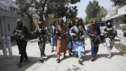 Ozbrojení príslušníci hnutia Taliban v Afganistane