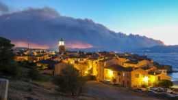 Na juhu Francúzska vypukol lesný požiar, ľudí evakuovali
