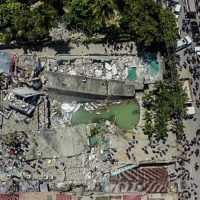 Ničivé zemetrasenie na Haiti má najmenej 724 obetí a tisíce zranených