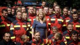 Prezidentka s hasičmi
