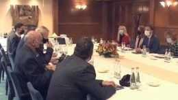 Premiér Eduard Heger (OĽANO) na stretnutí s tatranskými hoteliermi.