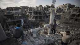 spustošené budovy v pásme Gazy