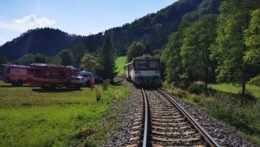 Zrážku vlaku s autom v Rajeckých Tepliciach neprežili dve osoby
