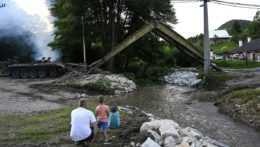 Strhnutý most vo Valaskej Belej