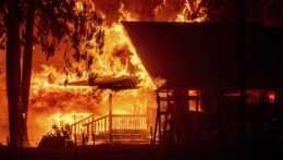 lesný požiar zachvátil dom