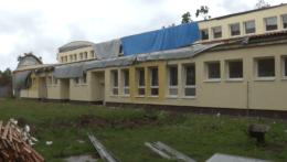 Zničená škola v Hodoníne.