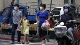 Ľudia s ochrannými rúškami v Tchaj-peji.