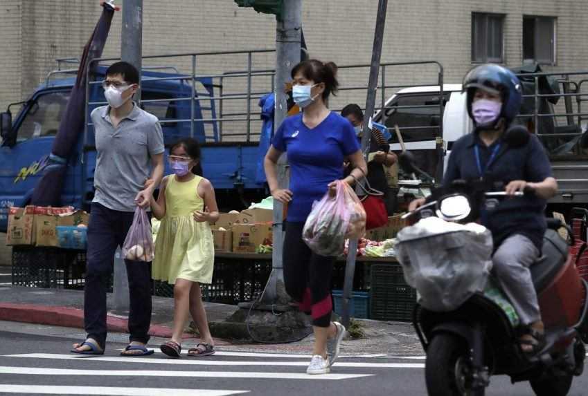 Taiwan začal obyvateľov očkovať domácou vakcínou