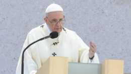 Pápež František počas omše v Šaštíne.