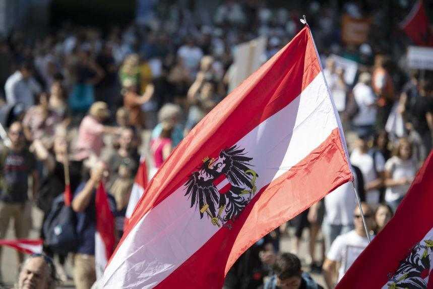 Vo viacerých mestách v Európe protestovali proti covidovým opatreniam