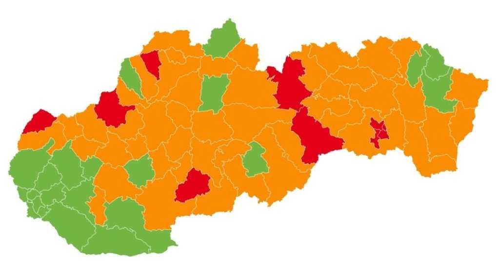 Najviac okresov je v oranžovej farbe, červených je desať (+mapa)