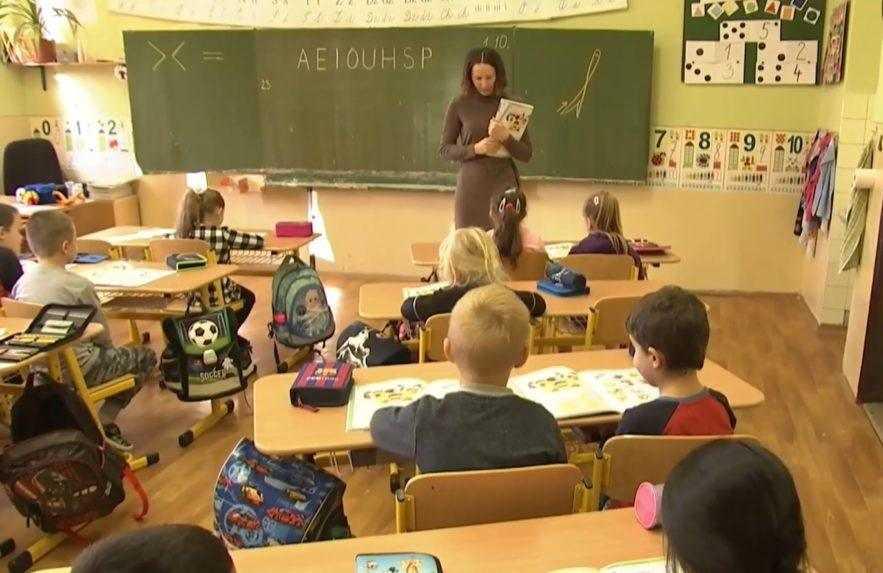Školám chýbajú tisíce asistentov učiteľov. Rezort sľubuje zmenu