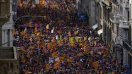 Demonštranti v Barcelone.