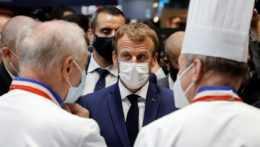 francúzsky prezident Emmanuel Macron počas gastronomického veľtrhu v Lyone