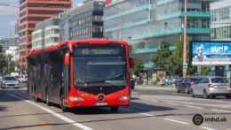Autobus mestskej hromadnej dopravy v Bratislave.