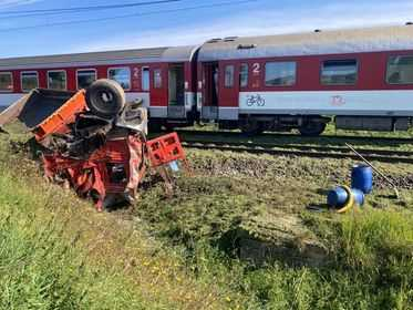 Rýchlik z Košíc do Bratislavy sa zrazil s nákladným automobilom