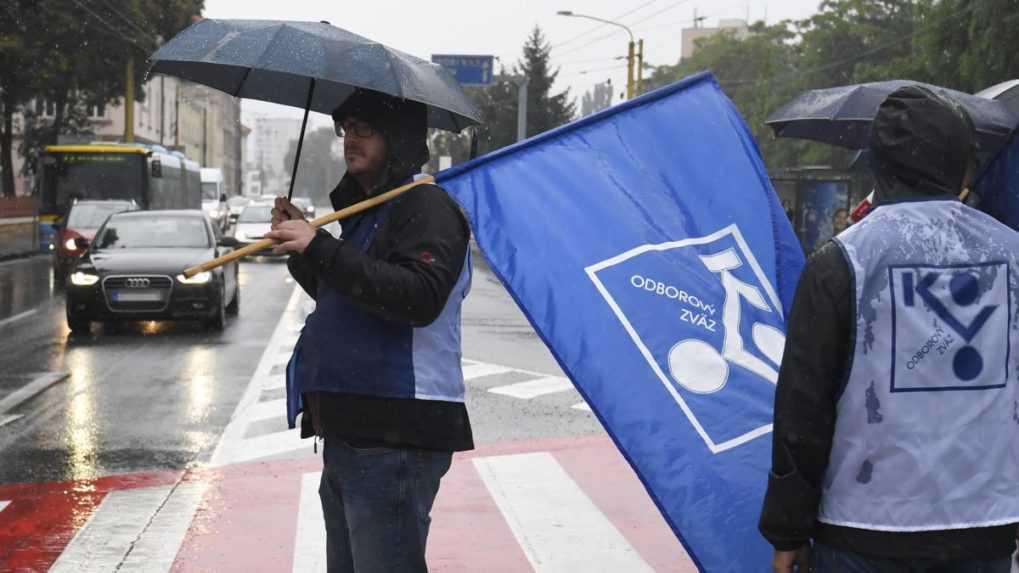 Odborári protestovali. Životná úroveň Slovákov podľa nich klesá
