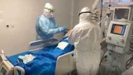 Liečba pacienta s koronavírusom.