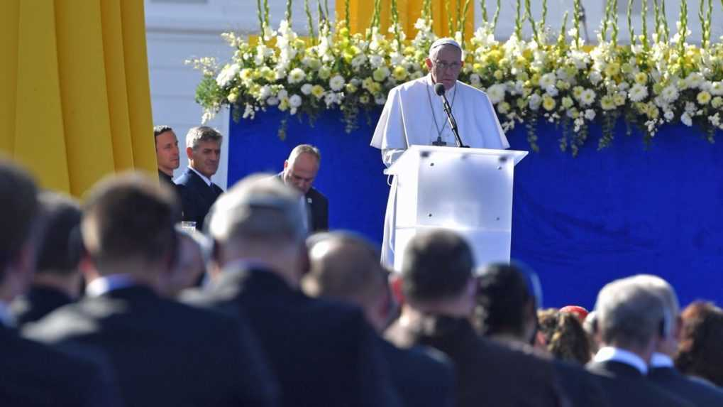 Dejiny Slovenska ho pozývajú, aby bolo posolstvom pokoja, povedal pápež František