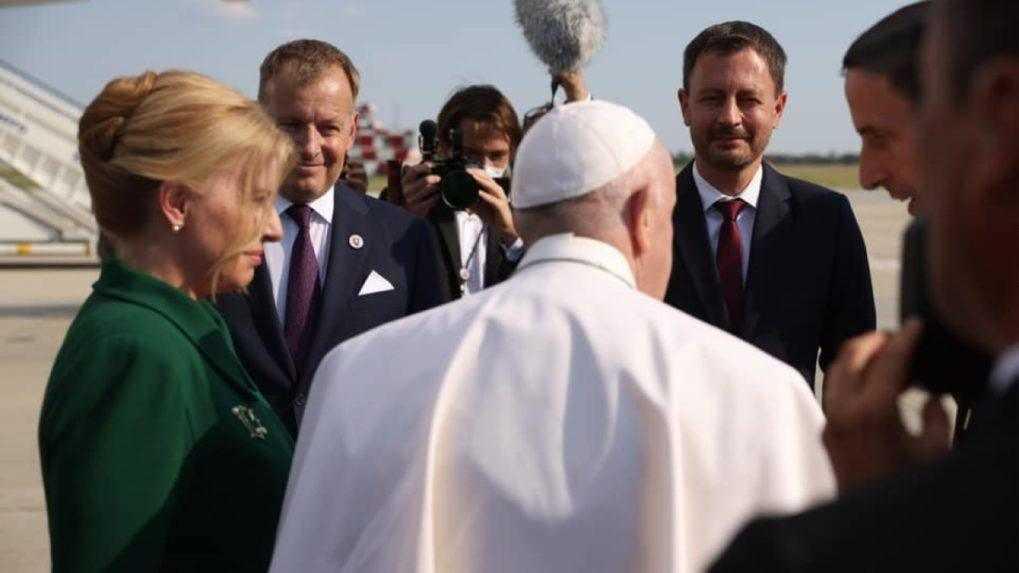 Pápež sa stretol s Hegerom, Kollárom a ich rodinami. Dostal ručne vyrobené dary